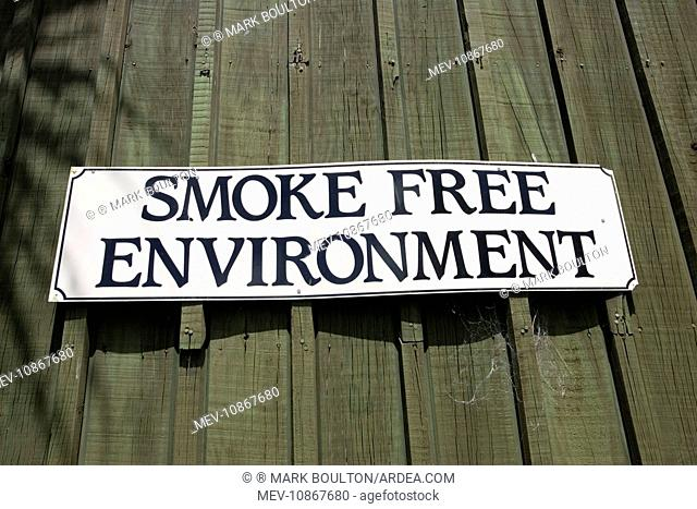 Sign - smoke free Èno smokingi environment notice on cafe Rotorua,. North Island, New Zealand