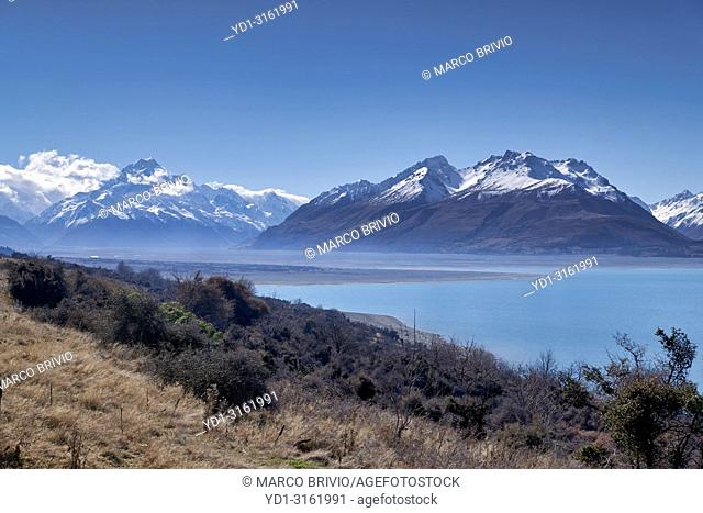 Driving along Lake Pukaki to Aoraki Mount Cook National Park. New Zealand