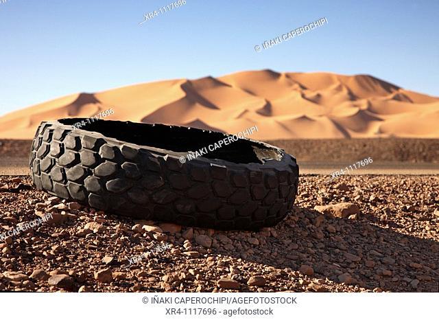 Burst wheels at te road, Ghat, Libia