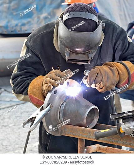 Manual arc welding conical transition with a skirted flange