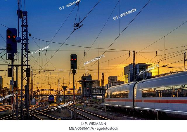 ICE Intercity Express train, Hauptbahnhof München (Munich Main Station), Bavaria, Germany, Europe