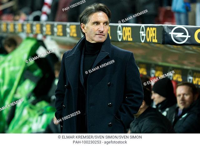 BRUNO LABBADIA (coach, WOB) steht vor der coachbank, halbe Figur, Halbfigur,.Fussball 1. Bundesliga, 24. matchday, FSV FSV FSV Mainz 05 (MZ) - VfL Wolfsburg...
