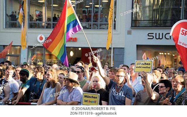 Demonstration für Toleranz und Weltoffenheit gegen eine PEGIDA Kundgebung in München, 20.7.2015, Foto: Robert B. Fishman