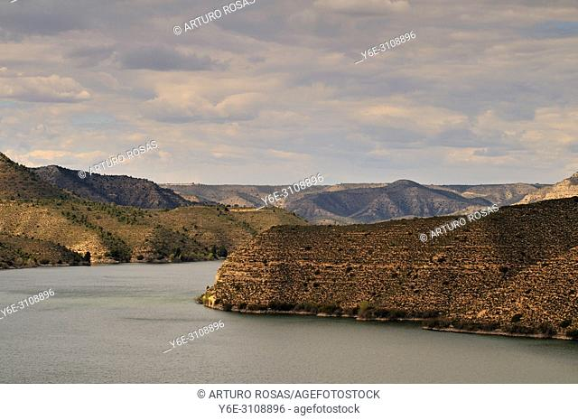The river Ebro between Mequinenza and Caspe. Aragon, Spain