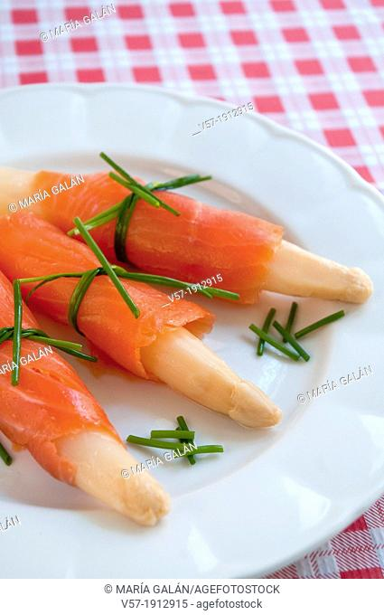 White asparagus with smoked salmon. Spain