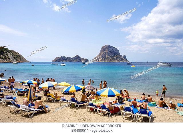 Tourists on the beach of Cala Comte, view of rock island Es Vedra, Ibiza, Balearic Islands, Spain, Europe