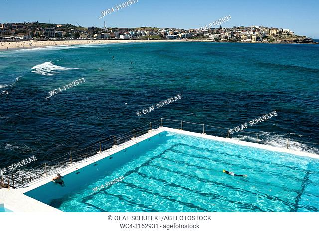 21. 09. 2018, Sydney, New South Wales, Australia - A swimmer is seen swimming his laps in the outdoor pool of the Bondi Icebergs Swimming Club with Bondi Beach...