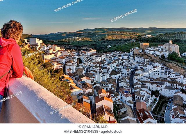 Spain, Andalusia, Setenil de las Bodegas, tourist enjoying a panoramic view overhanging the village at sunrise