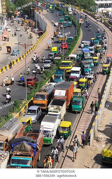 Two lane street in New Delhi