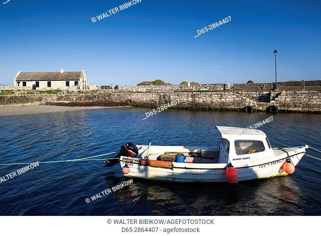 UK, Northern Ireland, County Antrim, Ballintoy, Ballintoy Harbor