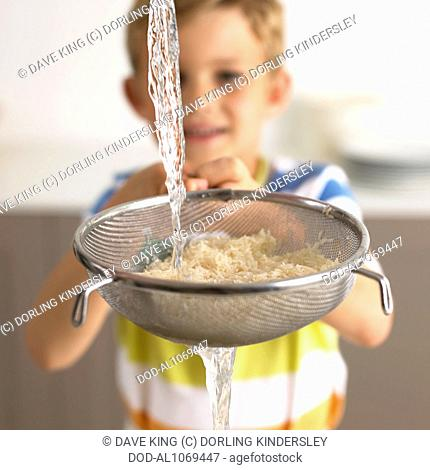Washing rice in a sieve