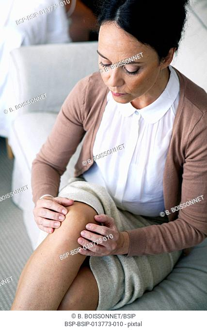 Knee pain in a woman