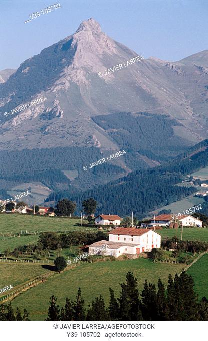 Caserío (typical farmhouse), Monte Txindoki, Sierra de Aralar, Lazkaomendi, Guipúzcoa, Spain
