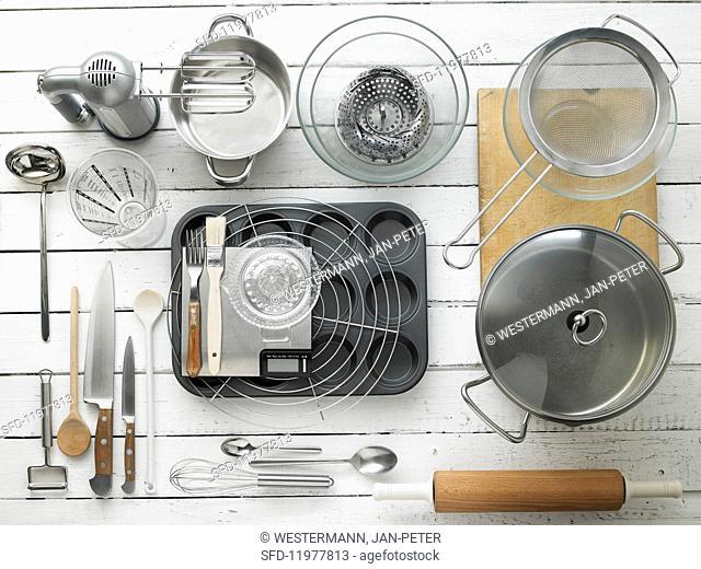Kitchen utensils for making tartlets and asparagus