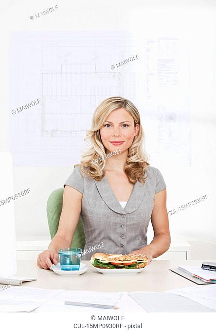 Businesswoman with healthy lunch