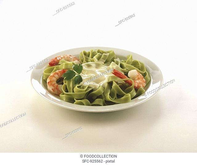 Green tagliatelle with shrimps and white sauce
