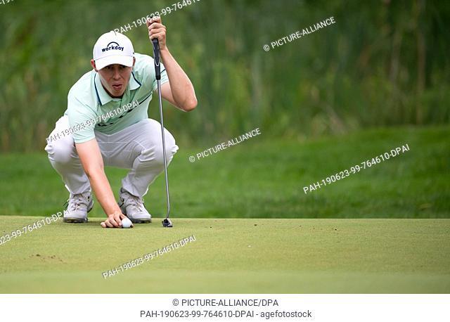 23 June 2019, Bavaria, Eichenried: Golf: European Tour - International Open, singles, men, 4th round. Golf professional Matthew Fitzpatrick from England puts...