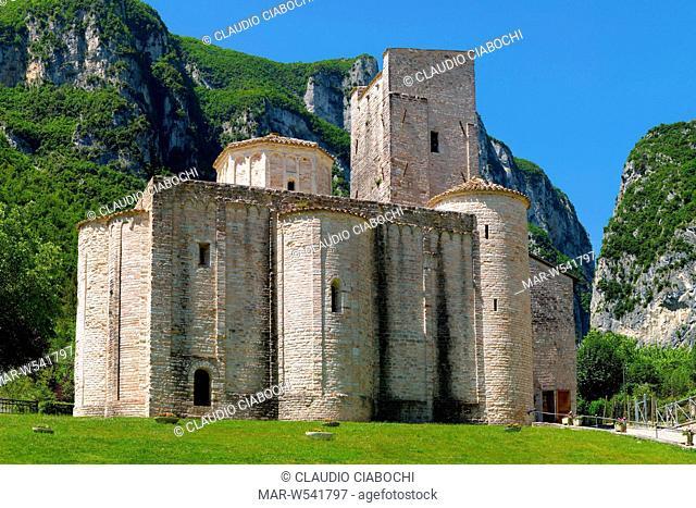 abbazia di san vittore delle chiuse, genga, marche, italia