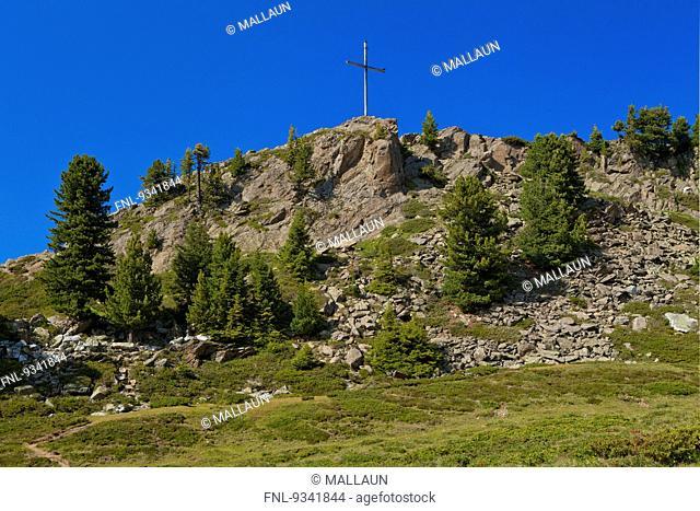 Summit cross at Faltegartenkoepfl, Stubai Alps, Tyrol, Austria, Europe