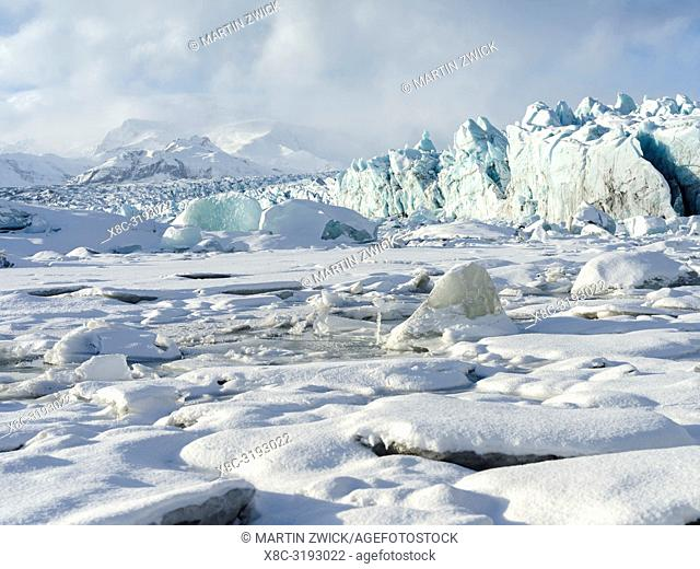 Northern shore of glacial lagoon Joekulsarlon with glacier Breidamerkurjoekull in Vatnajoekull NP. Europe, Northern Europe, Iceland