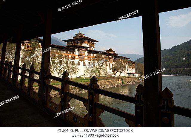 Punakha Dzong from the covered bridge over the Mo Chhu River. Punakha, Bhutan