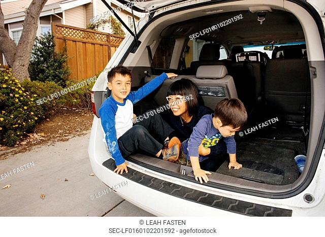 Kids (2-3, 4-5) playing in car trunk