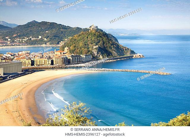 Spain, Basque Country, Guipuzcoa province (Guipuzkoa), San Sebastian (Donostia), European capital of culture 2016, Zurriola beach in foreground and La Concha...