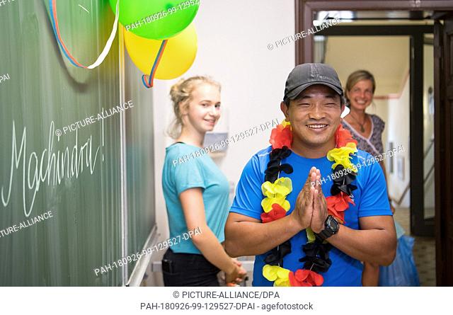 15 August 2018, Saxony, Görlitz: Machhindra Rai, a guest from the village of Pelmang in Nepal, enters a classroom before a meeting with students from the...