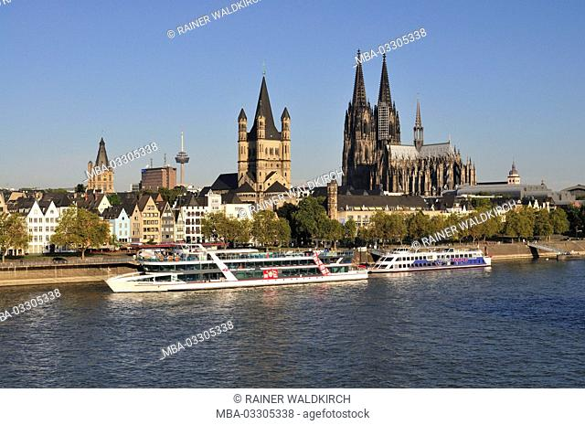 Germany, North Rhine-Westphalia, Cologne, city, Rhine match, Groß Sankt Martin and cathedral, holiday ships