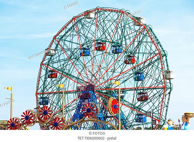 USA, New York State, New York City, Coney Island, Ferris wheel in amusement park