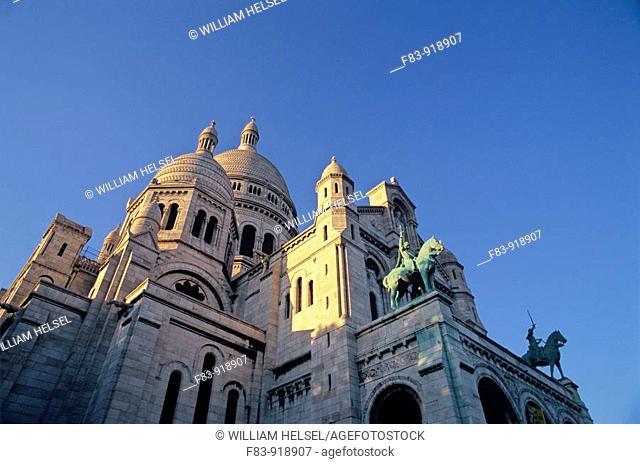 France, Paris, 18th arrondissement, Montmartre: Sacre-Coeur basilica, domes and front, built in 1870s