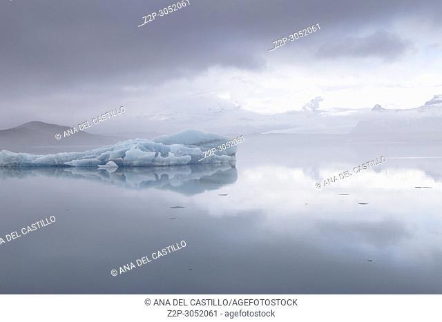 Jokulsarlon lagoon in Vatnajokull park Skaftafellsjokull glacier in winter, Iceland