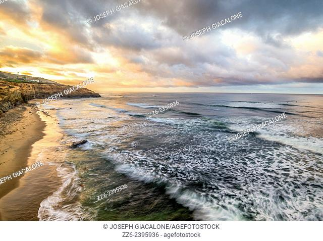 View of North Garbage Beach and the Pacific Ocean in the early morning. Sunset Cliffs Natural Park, San Diego, California, United States