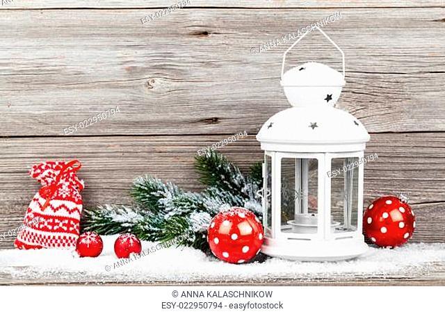weihnachten dekoration auf einem hölzernen Hintergrund