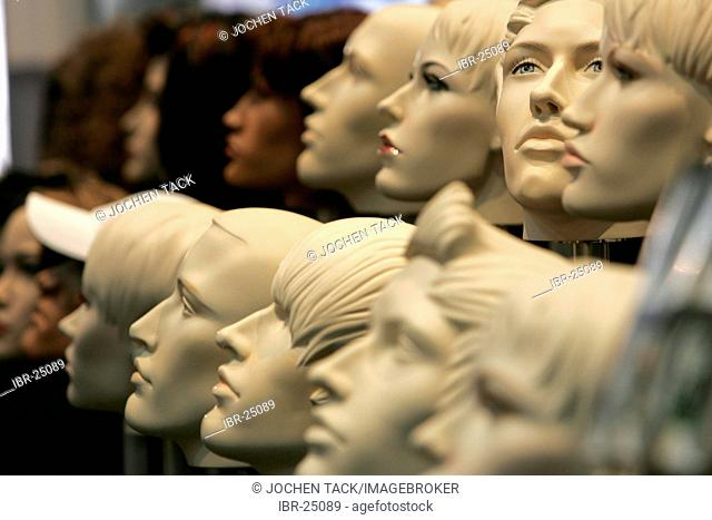 DEU, Germany, Duesseldorf. : Artificial Mannequin, presentation , new models at the Euroshop, tradeshow for shopfitting, store equipment, visual merchandising