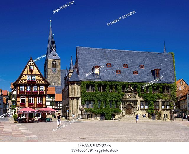 Marketplace with City Hall and St. Benedictine Church, Hoken gastronomy, Quedlinburg, Saxony-Anhalt, Germany