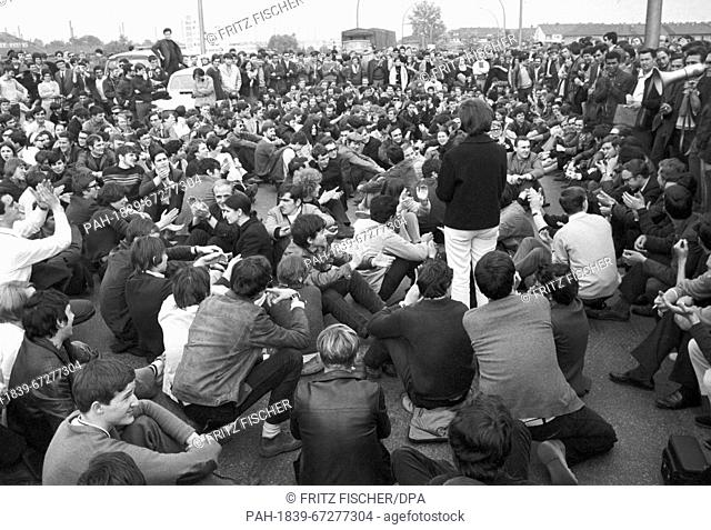 """Students during a sit-in at the border checkpoint Kehl. Daniel-Cohn Bendit's attempt to enter France across the border """"""""Goldene Bremm"""""""" near Saarbruecken..."""