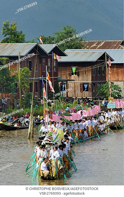 Myanmar, Shan State, Phaung Daw Oo village, Inle Lake festival, Procession of leg rowers