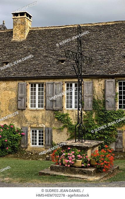 France, Dordogne, Black Perigord, Saint Genies, Old house with slate roof