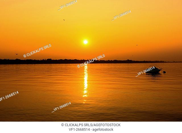 italy, Veneto, Garda Lake, sunset at lake