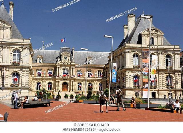 France, Somme, Amiens, City Hall, facade and forecourt