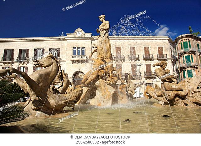 Diana fountain on the Archimede Square (Piazza Archimede), Syracuse, Sicily, Italy, Europe