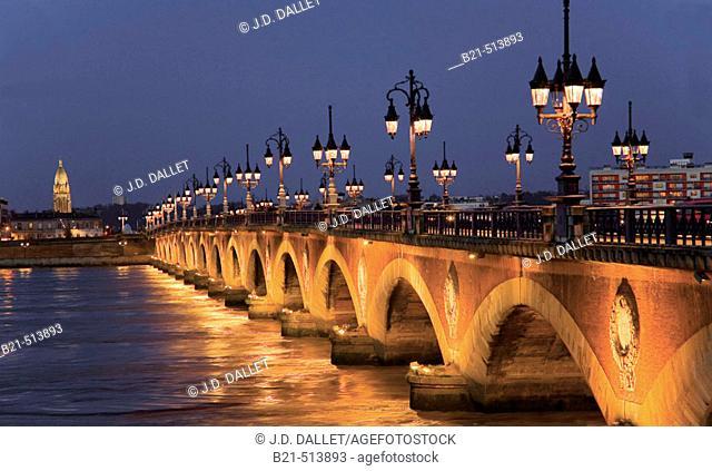 Pont de Pierre (stone bridge) over the Garonne river, Bordeaux. Gironde, Aquitaine, France