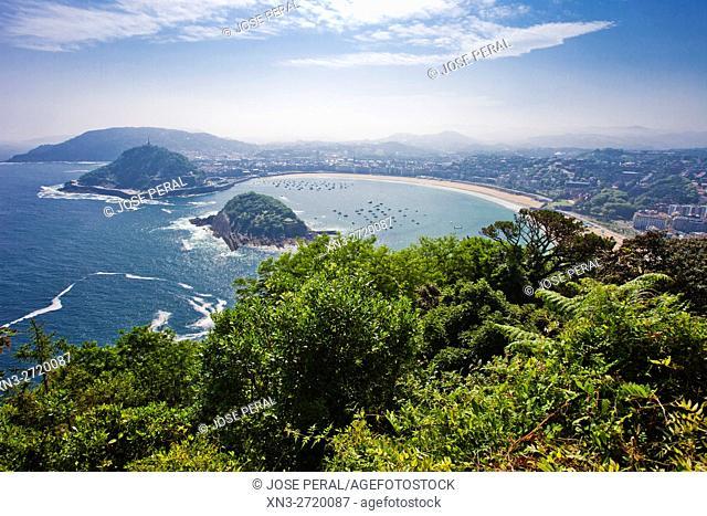 La Concha Bay viewed from the Mount Igeldo, Monte Igeldo, San Sebastian, Bay of Biscay, province of Gipuzkoa, Basque Country, Spain, Europe