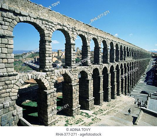 Roman aqueduct, Segovia, UNESCO World Heritage Site, Castilla Leon, Spain, Europe