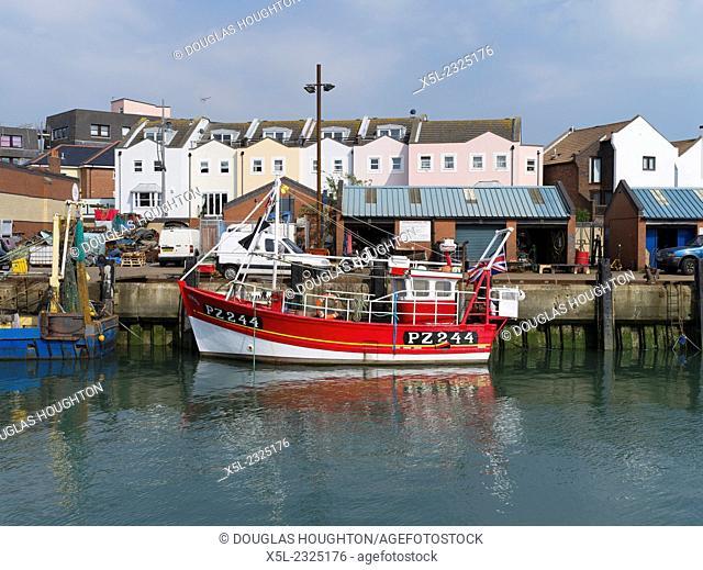 Old Portsmouth PORTSMOUTH HAMPSHIRE Fishing boat alongside quay