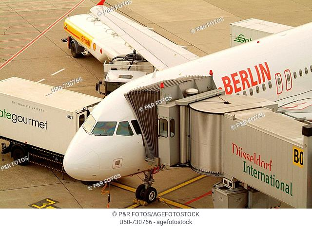 Preparing airplain to takeoff, Düsseldorf International Airport, Germany