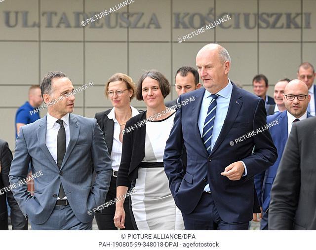 05 August 2019, Poland, Slubice: Heiko Maas (l, SPD), Foreign Minister, Julia von Blumenthal (3rd from left), President of the European University Viadrina and...