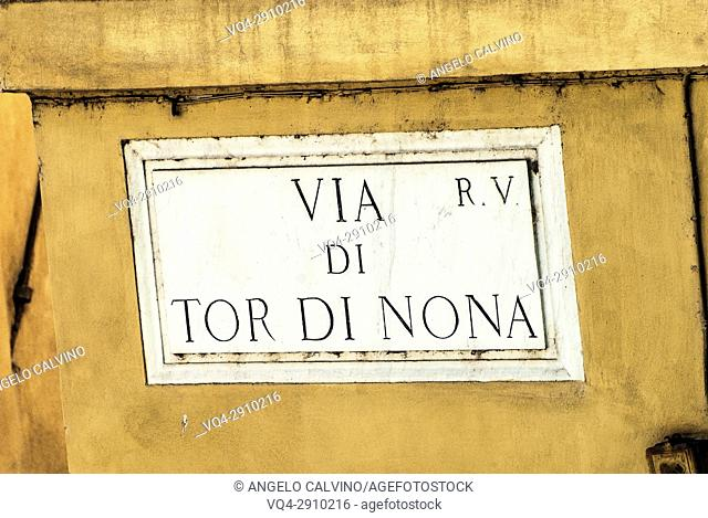 Street Sign of Via Tor di Nona, The flying donkey (1976), Lâ. . Asino che vola, the first modern graffiti in Via Tor di Nona, Rome, Italy