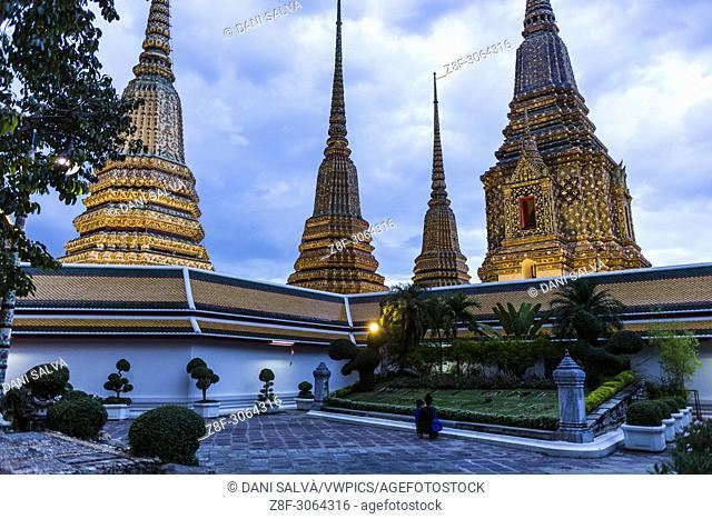 Tourists walking in Wat Pho temple